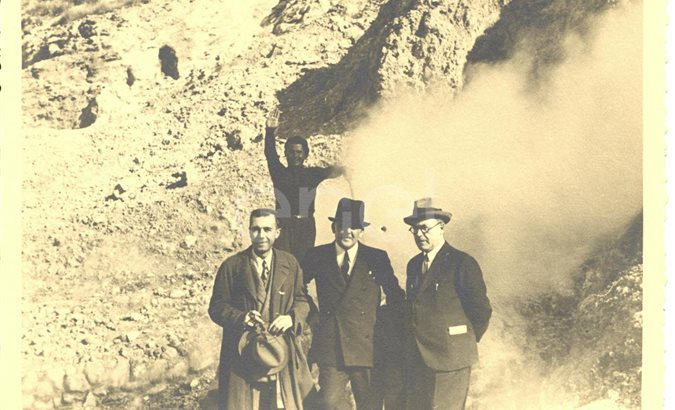 Pozzuoli. Visita di studio del Principe P.Ginori Conti e collaboratori alle solfatare. 1937.