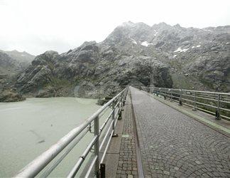 Scorcio sul coronamento della diga e del bacino di Alpe Gera