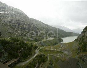 Scorcio verso valle dal coronamento della diga di Alpe Gera