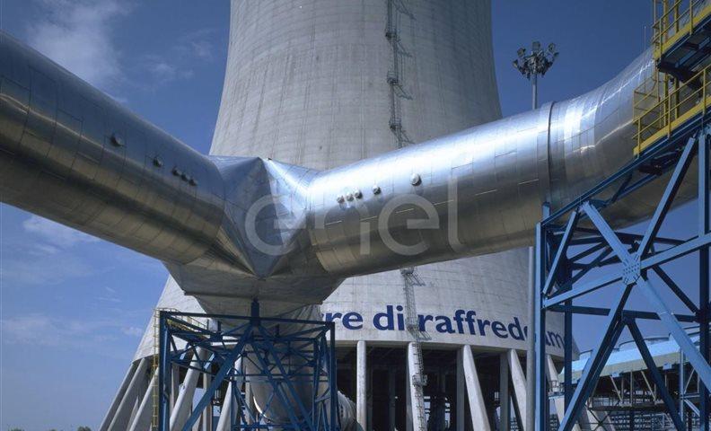 Torre di raffreddamento e sistema di tubazioni