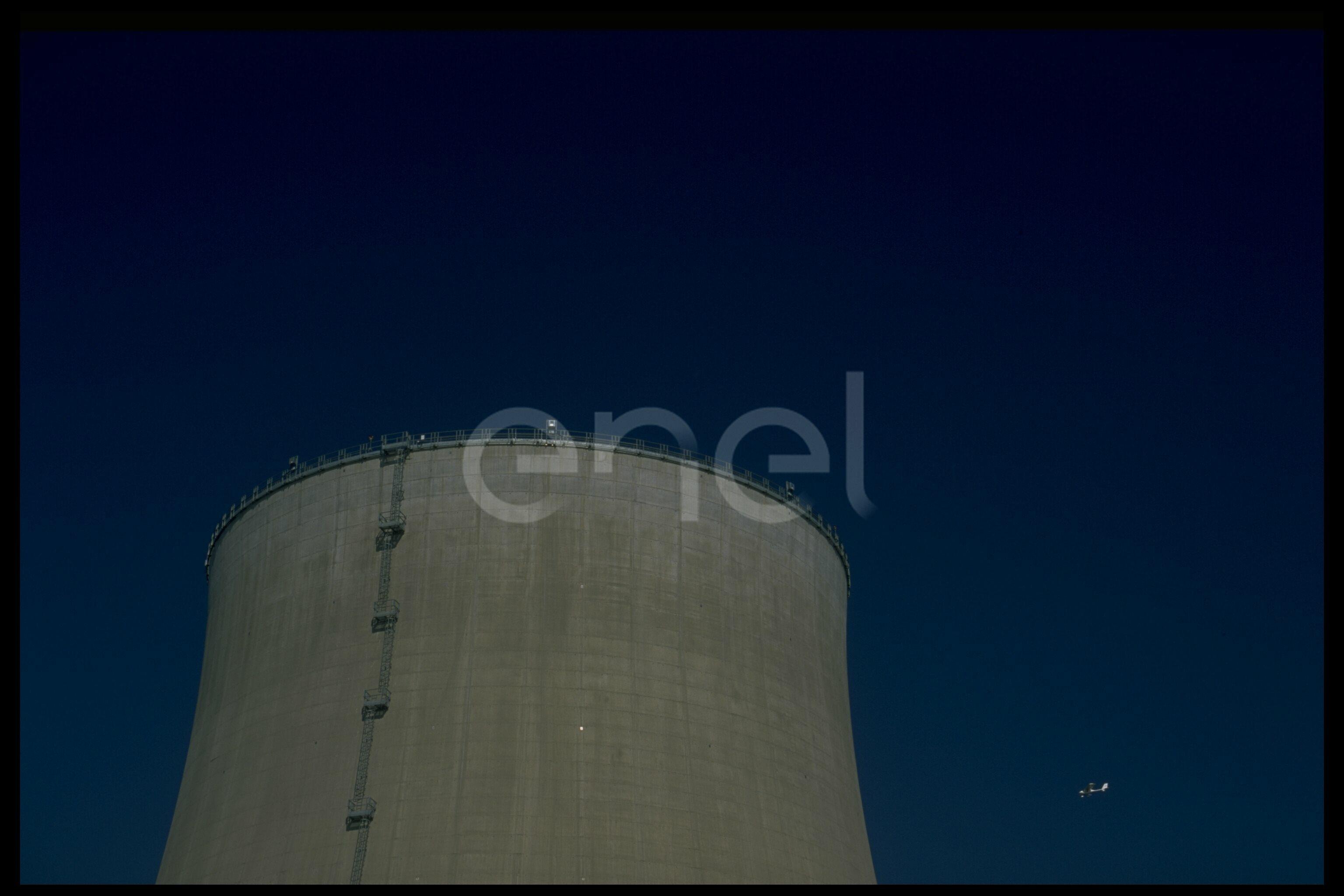 Torre di raffreddamento e aereo