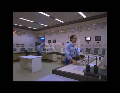 Sala comando e controllo con operatori