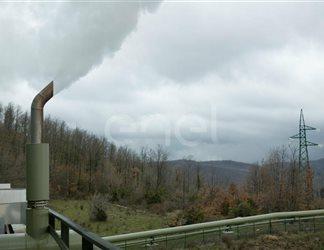 Getto di vapore da una tubazione