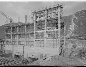 Edificio centrale in costruzione