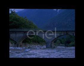 Ponte sul fiume Mera