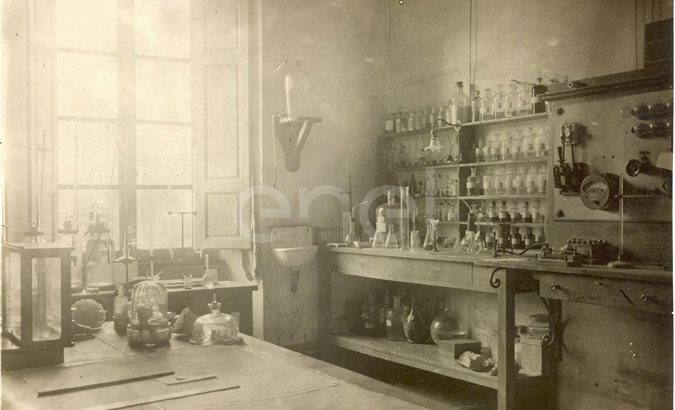 Settore chimico. Laboratori. Centro studi. Larderello.