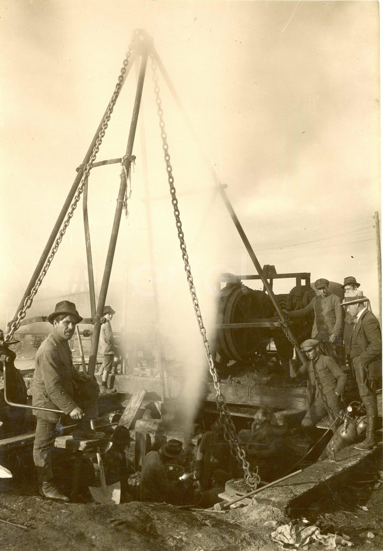 Fabbrica di Larderello. Esplosione di vari soffioni. 1906-1930.