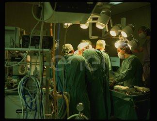 Gruppo di illuminazione della sala operatoria